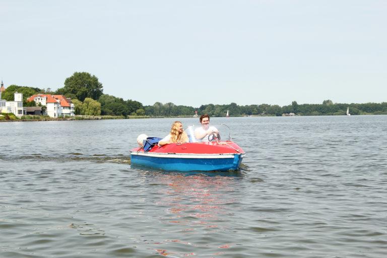 Ferienspaß pur - Tretbootfahren auf dem Zwischenahner Meer